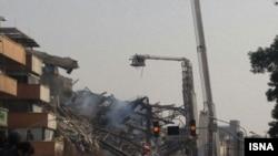 У места обрушения высотного здания в Тегеране. 19 января 2017 года.