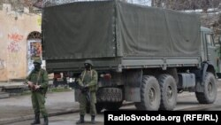 Російські військові і далі на вулицях Сімферополя