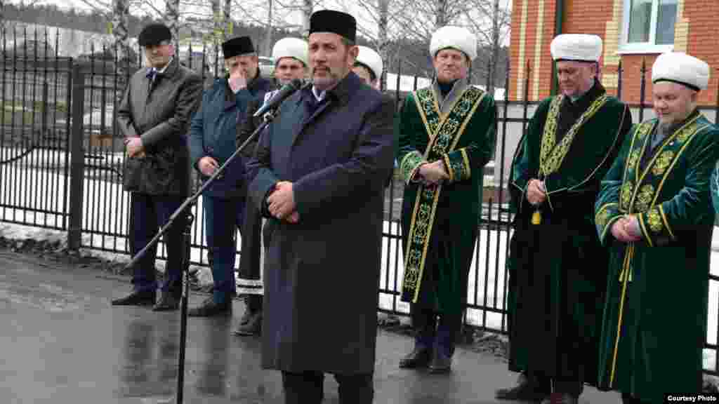 Татарстанның элекке мөфтие Госман хәзрәт Исхакый сөйли