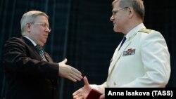 Александр Торшин (слева) в бытность заместителем председателя Совета Федерации и Юрий Чайка, генеральный прокурор России. Москва, 12 января 2015 года.