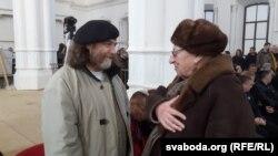 Алесь Сураў — зьлева