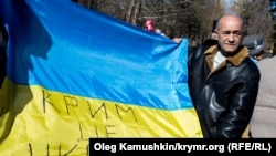 Kurtseit Abdullayev Aqmescitteki aktsiyada, 2015 senesi mart 9 künü