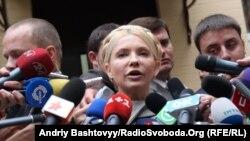 Юлія Тимошенко влітку біля Печерського районного суду