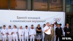 Маросими гусели дастаи варзишгарони Тоҷикистон дар фурудгоҳи шаҳри Душанбе