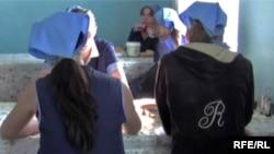 Девочки-подростки в одной из казахских тюрем для несовершеннолетних.