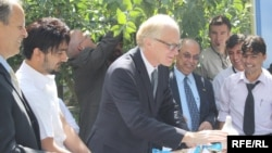 EU envoy Kai Eide helping celebrate World Peace Day in Kabul in mid-September