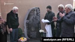 Մարտի 1-ի զոհերի հուշաքարի բացումը Արման Ֆարմանյանի տան բակում: 25-ը նոյեմբերի, 2019թ․