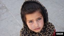 A young girl begs on the street in Kabul