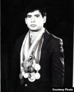 Sambo boýunça halkara ýaryşlarda altyn medal gazanan Muhammetmyrat Hallyýew.