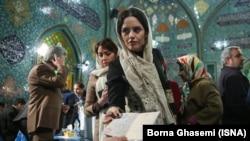 На избирательном участке в Иране.