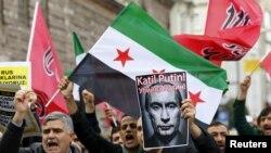 Demonstranți pro-islamiști la Ankara manifestînd împotriva bombardamentelor ruse în Siria