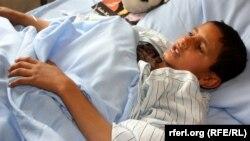 Один из пострадавших при теракте доставлен на лечение в больницу в Кабуле
