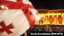 Акция протеста возле парламентского здания в Тбилиси, Грузия, 31 мая 2018 года