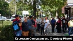 Кримські татари перед судовим засіданням у російському Ростові-на-Дону