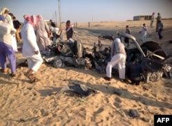 Египет, Синайский полуостров, вблизи Эль-Ариша. Взорванный армейский автомобиль