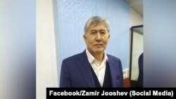 Алмазбек Атамбаев 29-ноябрдагы соттук отурумга катышкан учуру.