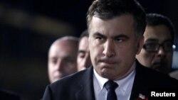 Саакашвили вызывают на допрос сразу по десяти уголовным делам. Пока бывший президент проходит по этим делам в качестве свидетеля. Но мало кто сомневается, что его очень быстро могут привлечь к суду в качестве обвиняемого