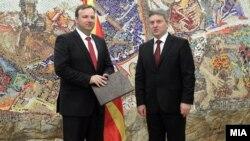 Presidenti i Maqedonisë, Gjorge Ivanov i dorëzon mandatin Emil Dimitriev për ta formuar qeverinë kalimtare