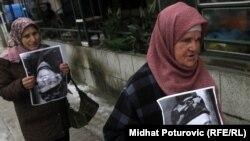 Демонстрация жителей Боснии в поддержку Йована Дивяка
