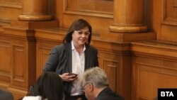 Конрелия Нинова в парламента