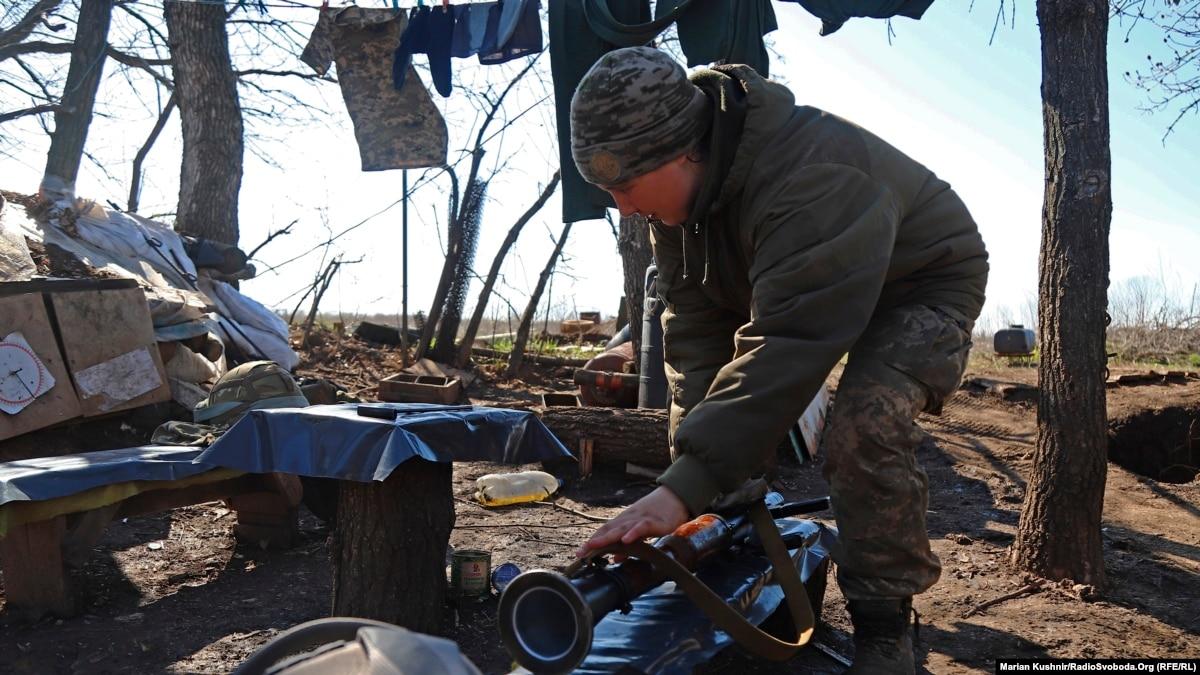 Ситуация на Донбассе: один украинский военный получил ранения, боевики осуществили 15 обстрелов