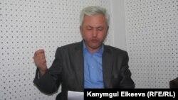 Нурлан Калыбеков «Азаттык» радиосунун студиясында. Архивдик сүрөт.