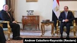 Mike Pompeo Abdel Fattah al-Sisi ilə görüşür