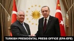 عکس منتشر شده از مذاکرات سه ساعته رجب طیب اردوغان و رکس تیلرسون