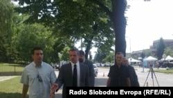 Roditelji ubijenih gardista ispred Specijalnog suda u Beogradu 2011. godine.