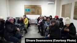 Жители комплексов «Махаббат» и «Махаббат-2» в суде, куда их доставили после задержания у здания правительства. Астана, 10 января 2018 года.