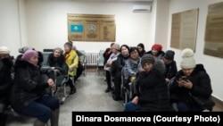 """""""Махаббат"""" тұрғын үй кешенінің тұрғындары сотта отыр. Астана, 10 қаңтар 2018 жыл."""
