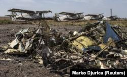 На території Міжнародного аеропорту «Луганськ» після боїв Збройних сил України із російськими гібридними силами, 14 вересня 2014 року