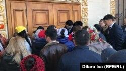 Шымкент қаласы әкімімен кездесуге кіре алмай қалған тұрғындар. 15 ақпан 2019 жыл