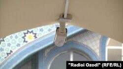 Камера видеонаблюдения в Центральной мечети Душанбе.
