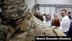 Захоплені українські моряки в суді
