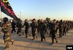 ИЛИМ тобына қарсы күресу үшін Ирак ұлттық армиясы қатарына қосылған еріктілер. Ан-Наджав, 19 маусым 2014 жыл.