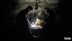 Men play chess during a power cut in Yalta, Crimea, late last month.