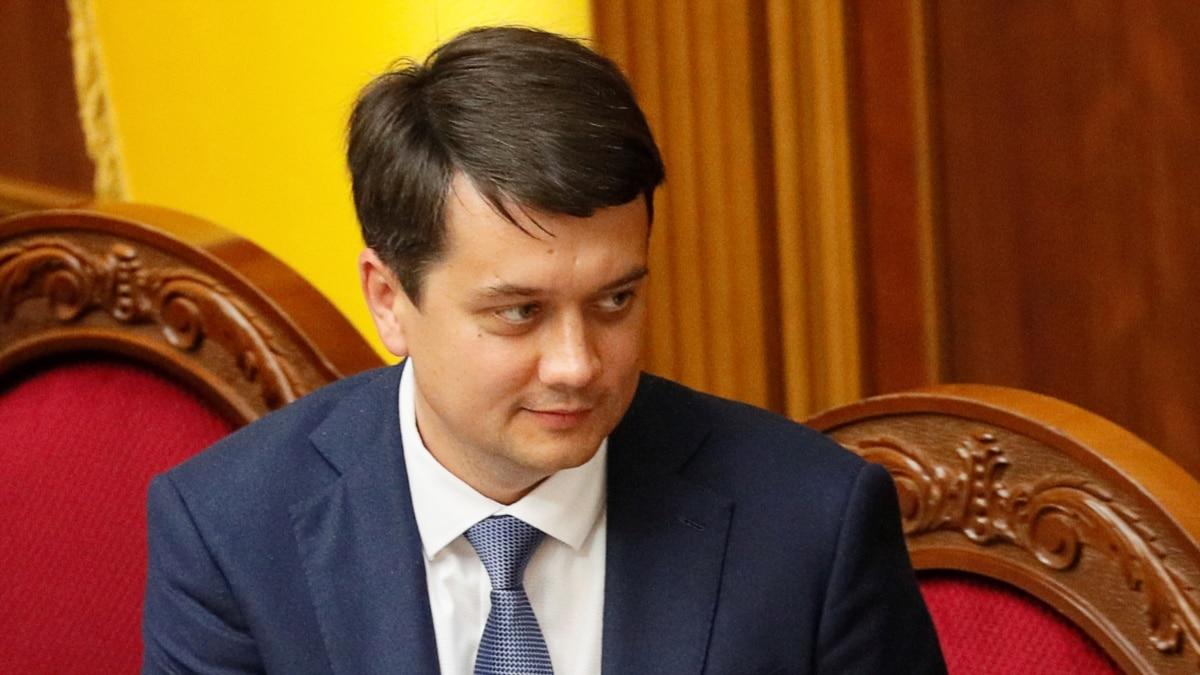 Разумков советует депутатам отменить заграничные командировки через коронавирус
