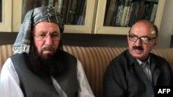 Представитель пакистанского крыла движения «Талибан» (слева) на переговорах с властями страны. Иллюстративное фото.