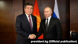 Rus prezidenti Wladimir Putin gyrgyz prezidenti Sooronbaý Jeenbekow bilen görüşýär.
