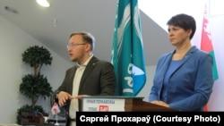 Лідэры грамадзянскай кампаніі «Гавары праўду» Андрэй Дзьмітрыеў і Тацяна Караткевіч