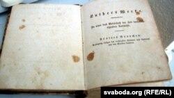 Экспанат будучага музэя пратэстанцтва — Біблія 1938 году выданьня