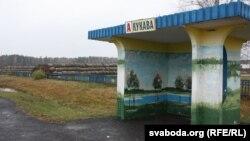 Кукава мае статус аграгарадка і разьмешчана ў 12 кілямэтрах ад Ганцавічаў