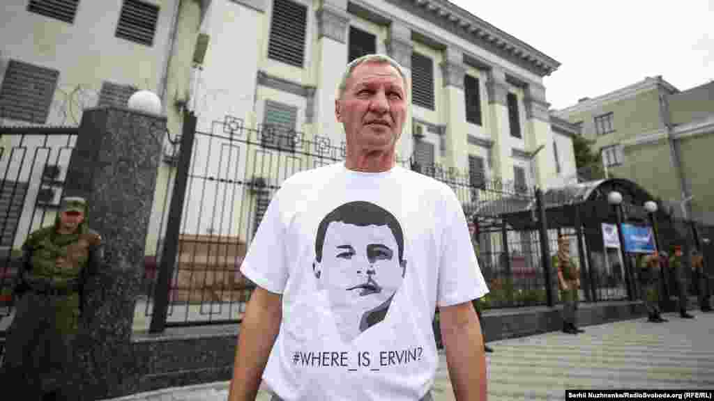 Акцію відвідав батько Ервіна Ібрагімова Умер, який подякував учасникам акції, що вони щомісяця приходять під посольство і вимагають знайти його сина
