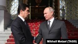 Президент Туркменистана Г.Бердымухамедов и президент РФ В.Путин, Ашхабад, 2 октября, 2017