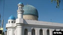Алматыдағы Орталық мешіт. 27 тамыз 2008 жыл. (Көрнекі сурет)