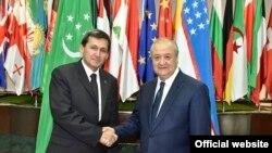 Türkmenistanyň daşary işler ministri Reşit Meredow özbek kärdeşi Abdulaziz Kamilow bilen. Özbek DIM-niň websaýtynyň fotosuraty