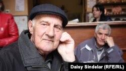 Эсад Поздер, один из последних выживших во время бомбежки центрального рынка «Меркале» в августе 1995 года. Сараево, 4 апреля 2012 года.
