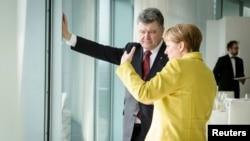 Ілюстративне фото. Президент України Петро Порошенко (ліворуч) та канцлер Німеччини Анґела Меркель. Берлін, березень 2015 року