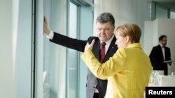 Президент України Петро Порошенко та канцлер Німеччини Анґела Меркель. Берлін, березень 2015 року